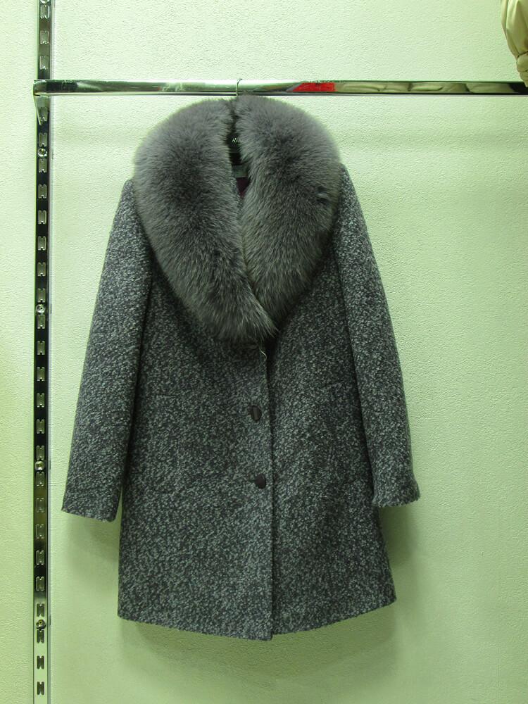 Пальто женское, цвет серый, воротник мех